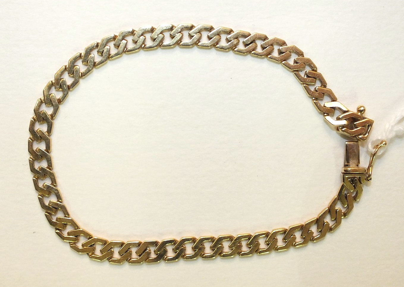 An 18ct yellow gold bracelet of flattened curb links, with concealed clasp, 18.5cm, 11.2g.