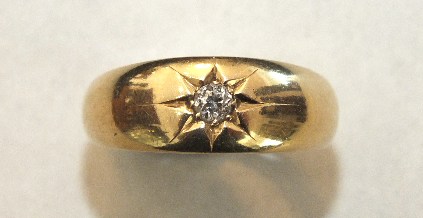 An 18ct gold gipsy ring set single old brilliant-cut diamond, size O½, 4.9g.