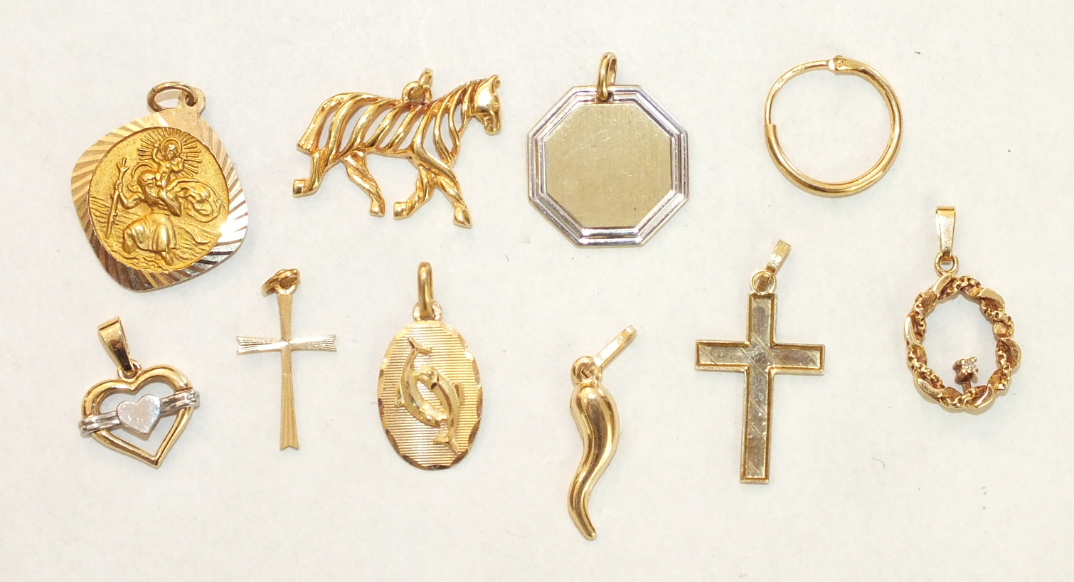 Five various 18ct gold pendants and a single hoop earring, 7.2g, a 9ct gold St Christopher