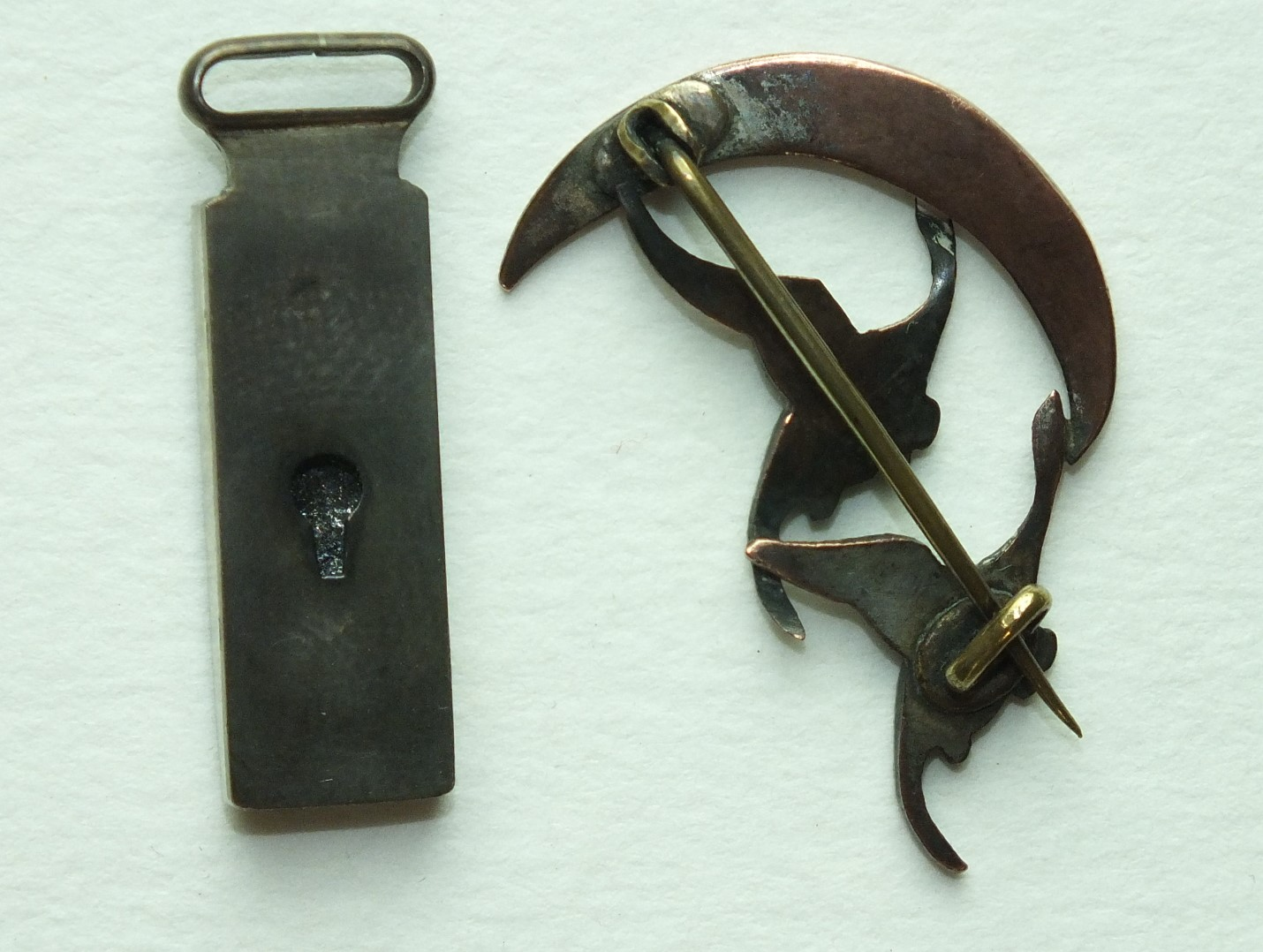 A small oblong Skakudo pendant with bamboo decoration, 32mm long and a brooch in the form of two - Image 2 of 2
