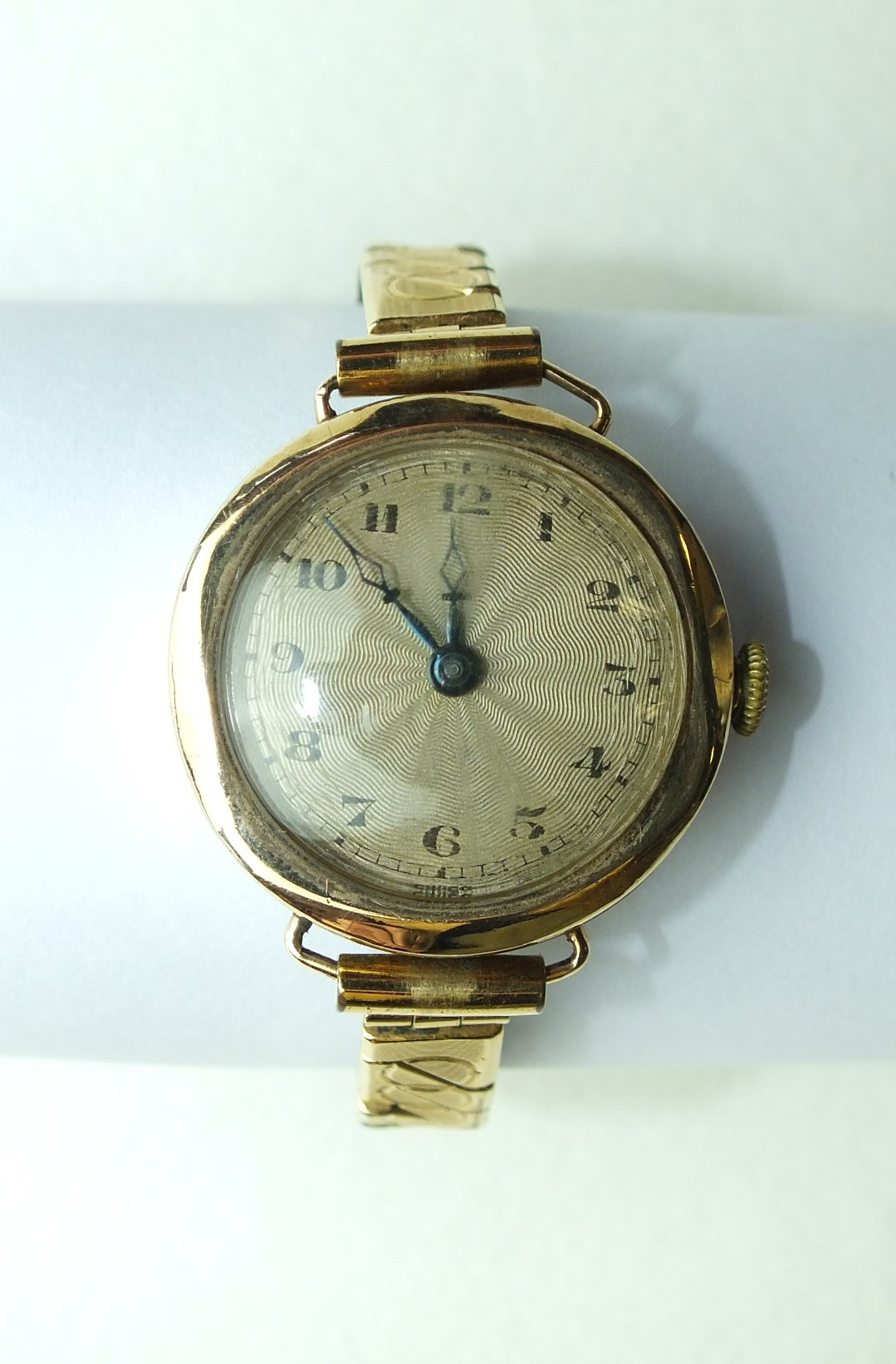 Lot 271 - A ladies 9ct-gold-cased wrist watch on plated bracelet.