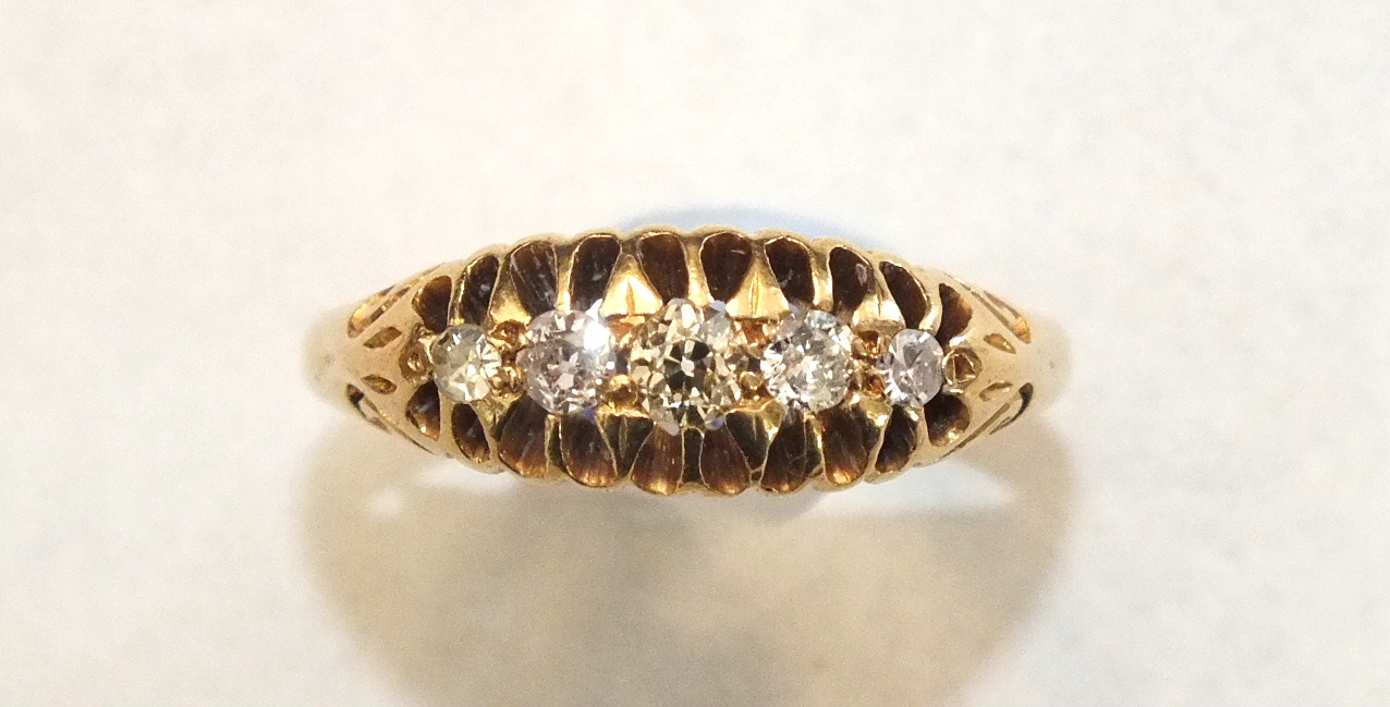 An 18ct gold ring set five old-brilliant and 8/8-cut diamonds, size O, 3.6g.
