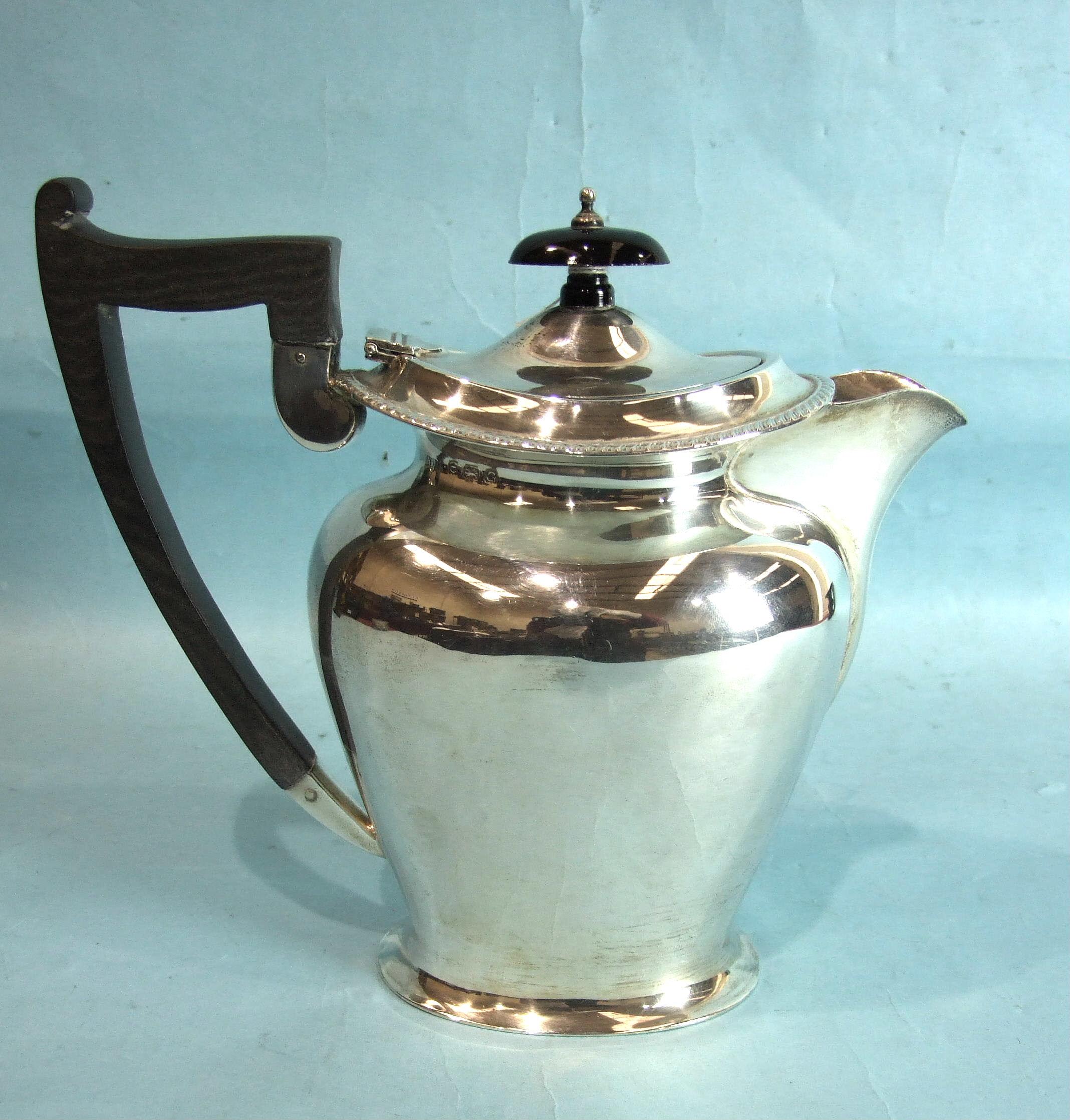 Lot 356 - A plain hot water jug, Birmingham 1931, ___20½oz.