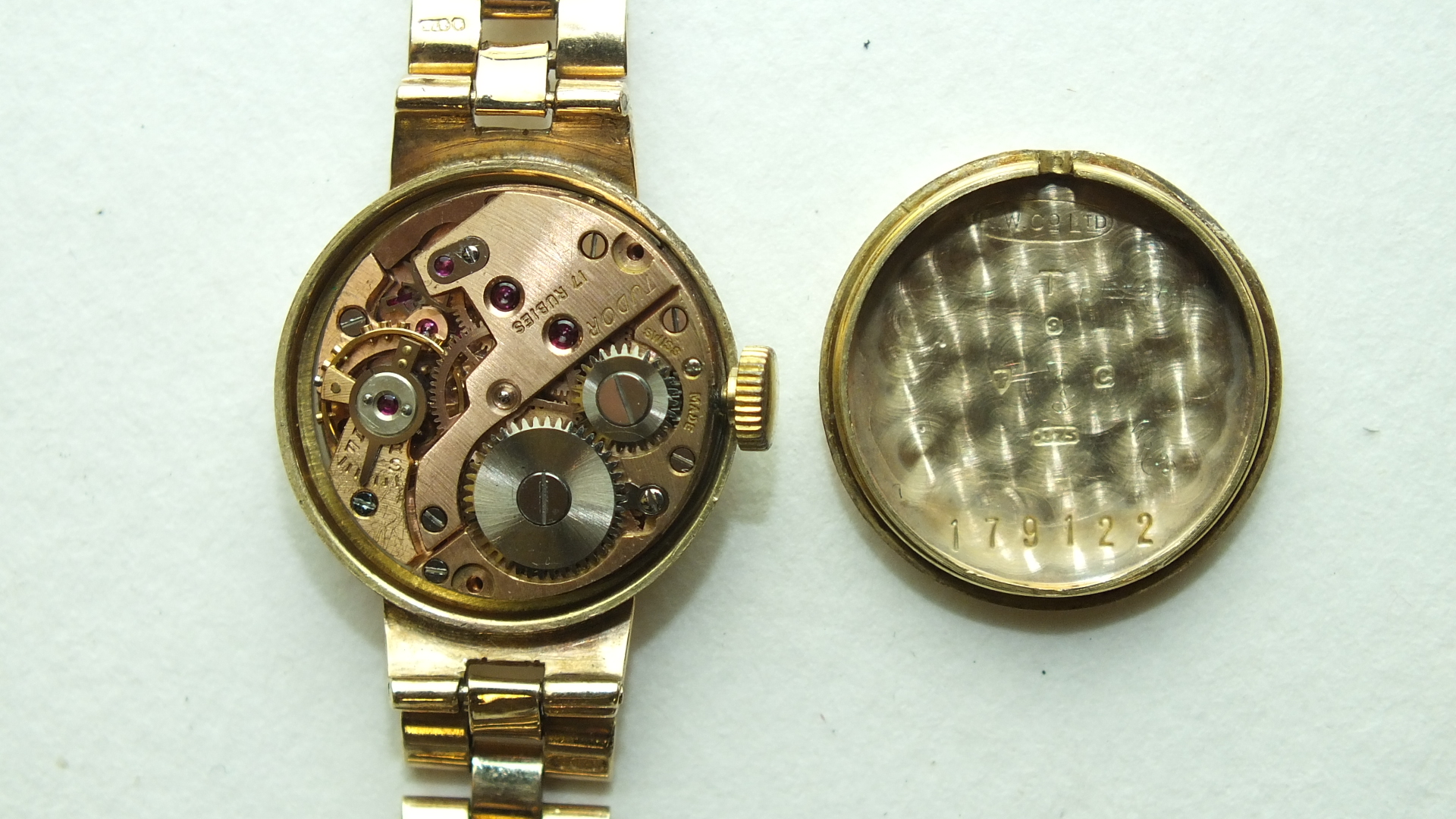 Lot 278 - Tudor Royal, a ladies 9ct gold wrist watch, the circular dial with '12', dart and dot markers and