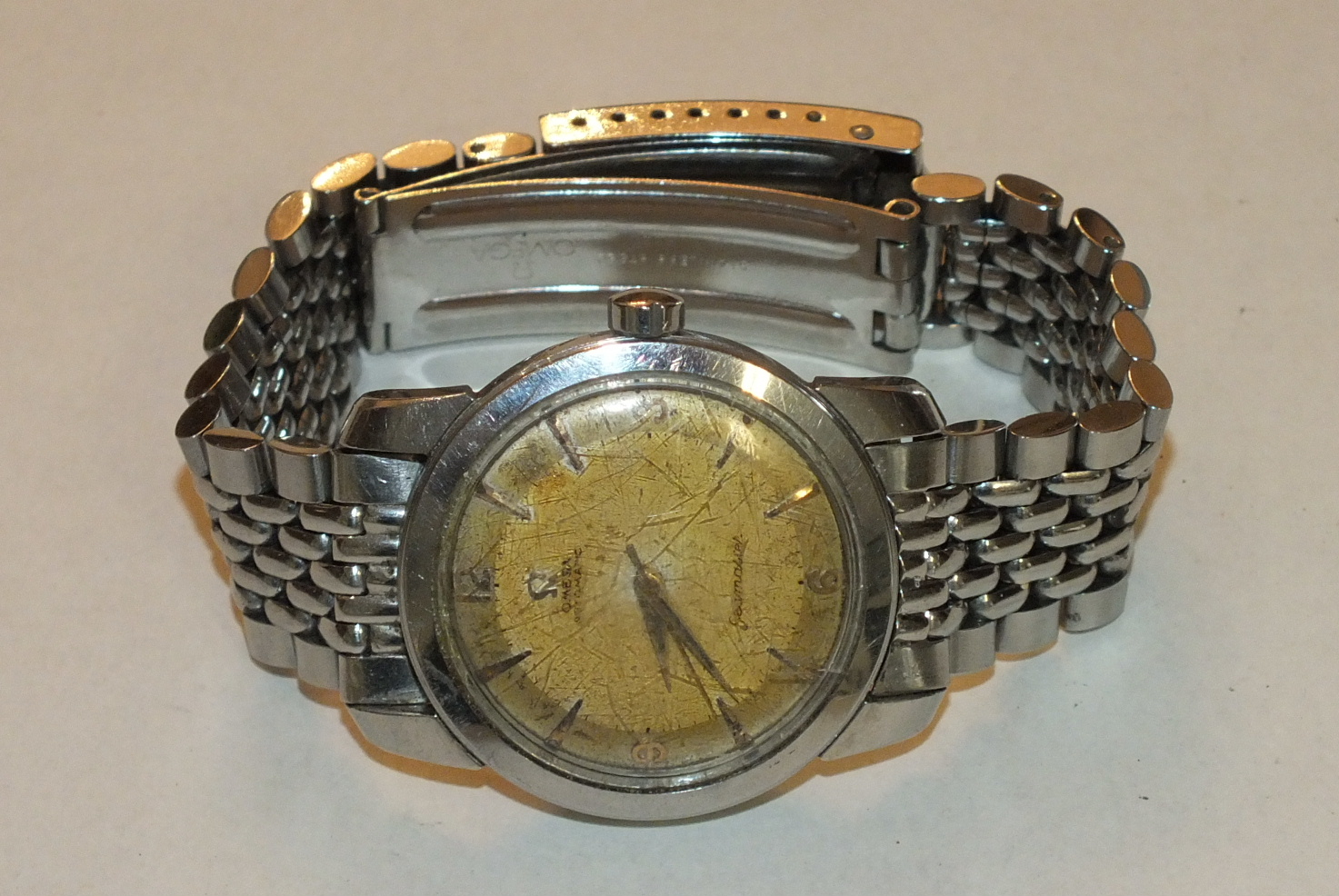 Lot 276 - Omega, Automatic Seamaster stainless steel gentleman's wrist watch, the champagne dial (a/f), with