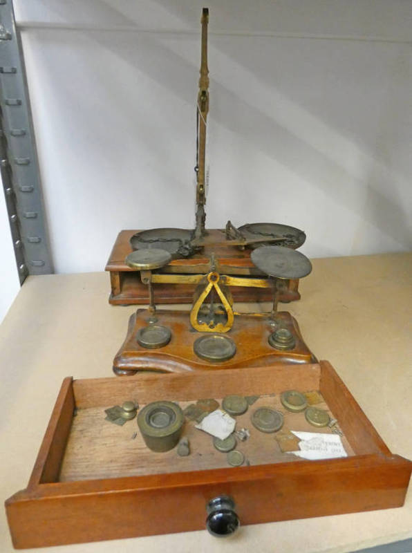 2 SETS OF BRASS SCALES & SET BUCKET WEIGHTS,