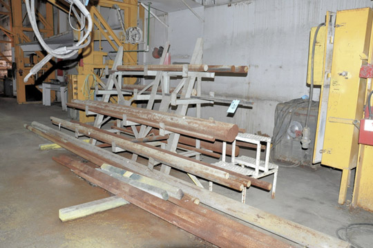 Lot-Solid Round Bar Steel Stock with Double-Sided Cantilever Rack