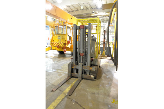 HYSTER Approx. 3,000-Lbs. Capacity LP Gas Fork Lift Truck; - Image 6 of 7