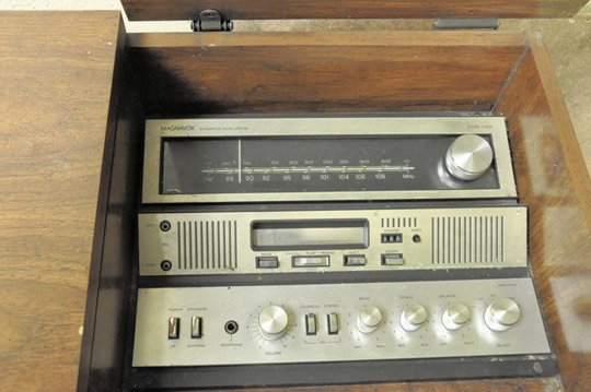 MAGNAVOX TV Stereo Console with Turntable and Stereo - Image 3 of 3
