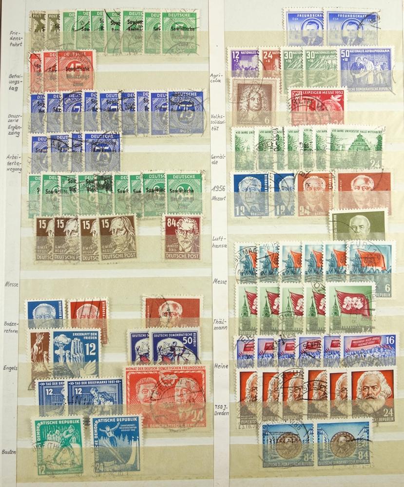 Briefmarken Besatzungzonen, Anfänge der DDR, viele Werte doppelt, gestempeltStamps occupation zones, - Bild 2 aus 3