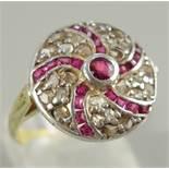 Rubin-Diamant-Ring, um 1910, Gew.4,37g, U.56, 25 Diamanten und 21 strahlenförmig angeordnete Rubine,