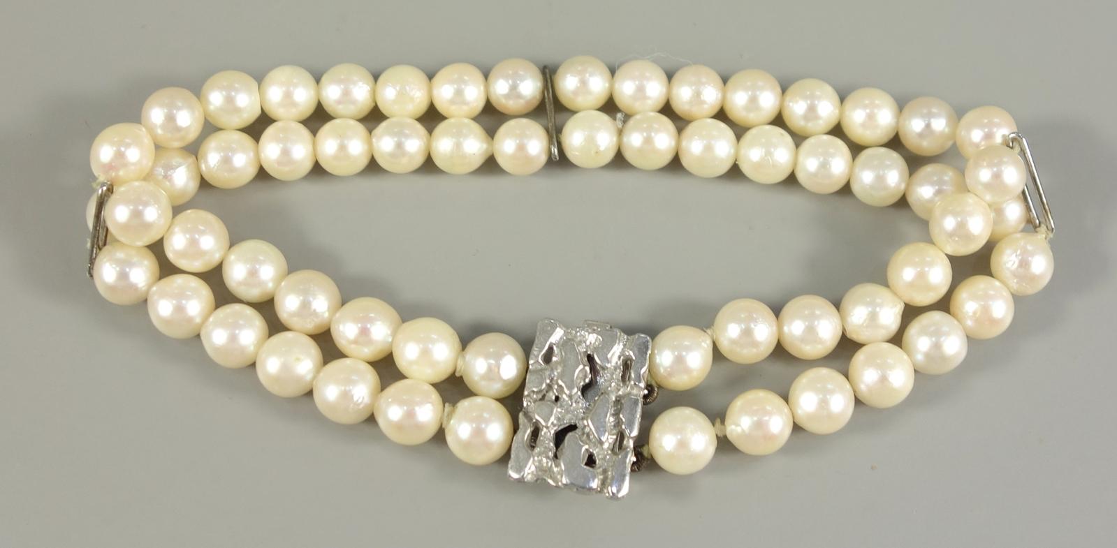 Perlenarmband, zweistrangig, 835er Silberschließe, 60 Perlen, D.je ca.5mm, verziertes