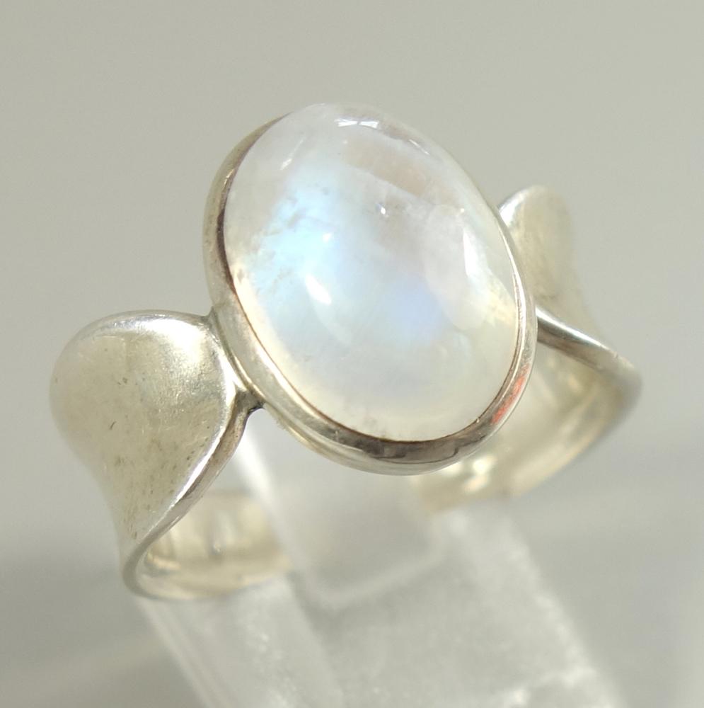 Ring mit Mondstein, 925er Silber, Gew.7,84g, ovaler Cabochon, U.58Ring with moonstone, 925 silver,