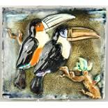 "Keramisches Wandbild ""Tukane"", Karlsruher Majolika, roter Scherben, rechteckig mit glasierten Vögeln"