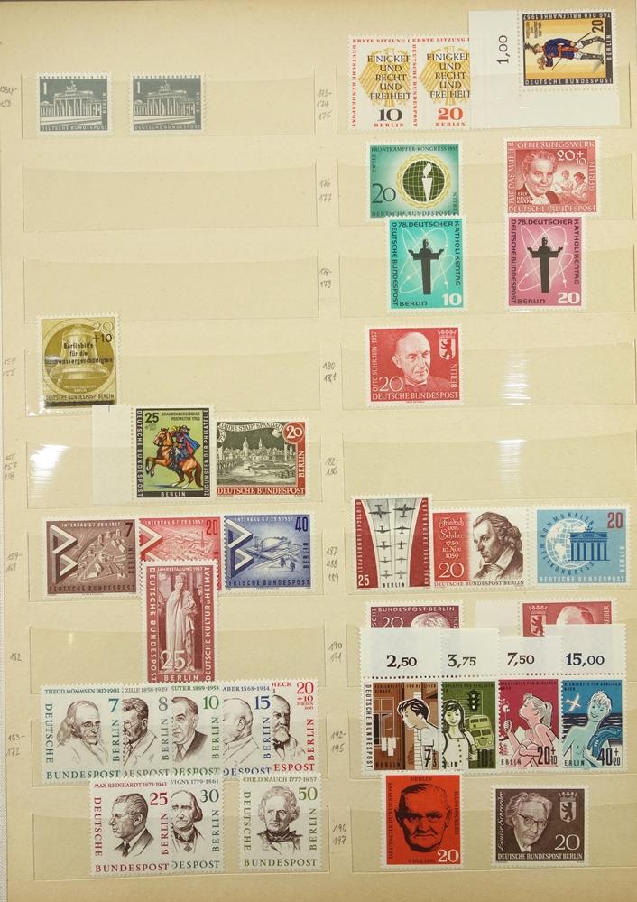Briefmarken West Berlin 1949 -1989, gut bestückt, jedoch fehlerhaft, besonders die ersten Jahre