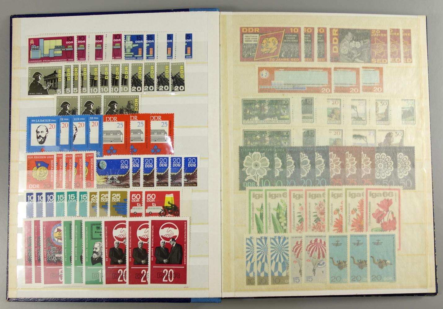 Briefmarken DDR 1950 bis um 1980, 7 Alben postfrisch, auch gestempelt, viele Sätze doppeltPostage - Bild 3 aus 4