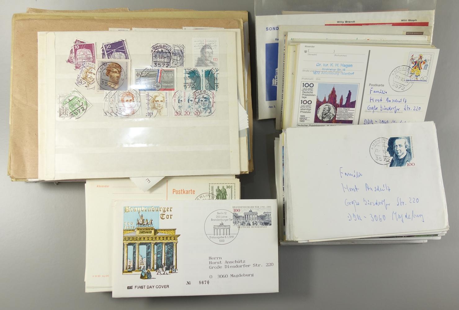Konvolut frankierte Briefe, BRD, komplette Sätze, Postkarten mit Ganzsachen, A5 Briefkuvert mit