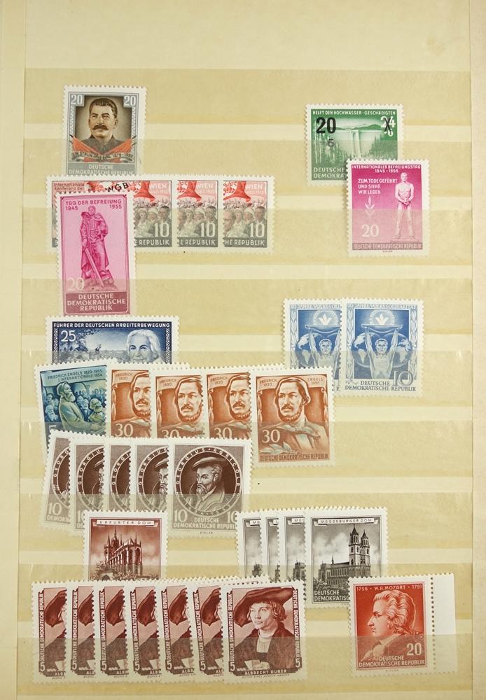 Briefmarken DDR 1950 bis um 1980, 7 Alben postfrisch, auch gestempelt, viele Sätze doppeltPostage - Bild 4 aus 4