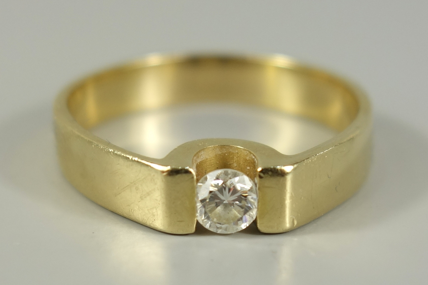 Ring mit Diamant-Brillant, 750er Gelbgold, Gew.5,89g, Dia.-Brill. ca.0,20ct, H, VVS, U.59Ring with