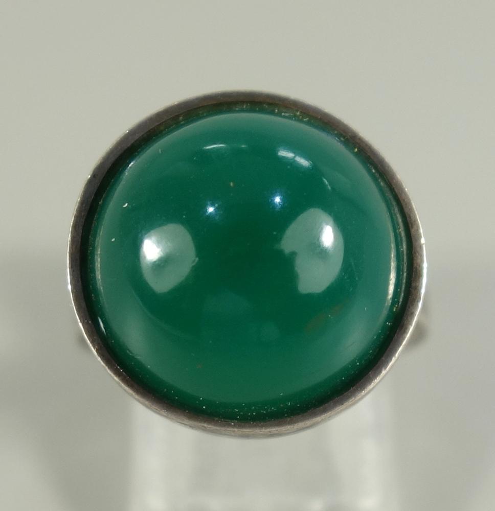 """Ring mit Chrysopras,925er Silber, Gew.6,60g, ungedeutete Herstellerpunze """"S+C"""", runder Cabochon, - Bild 2 aus 2"""