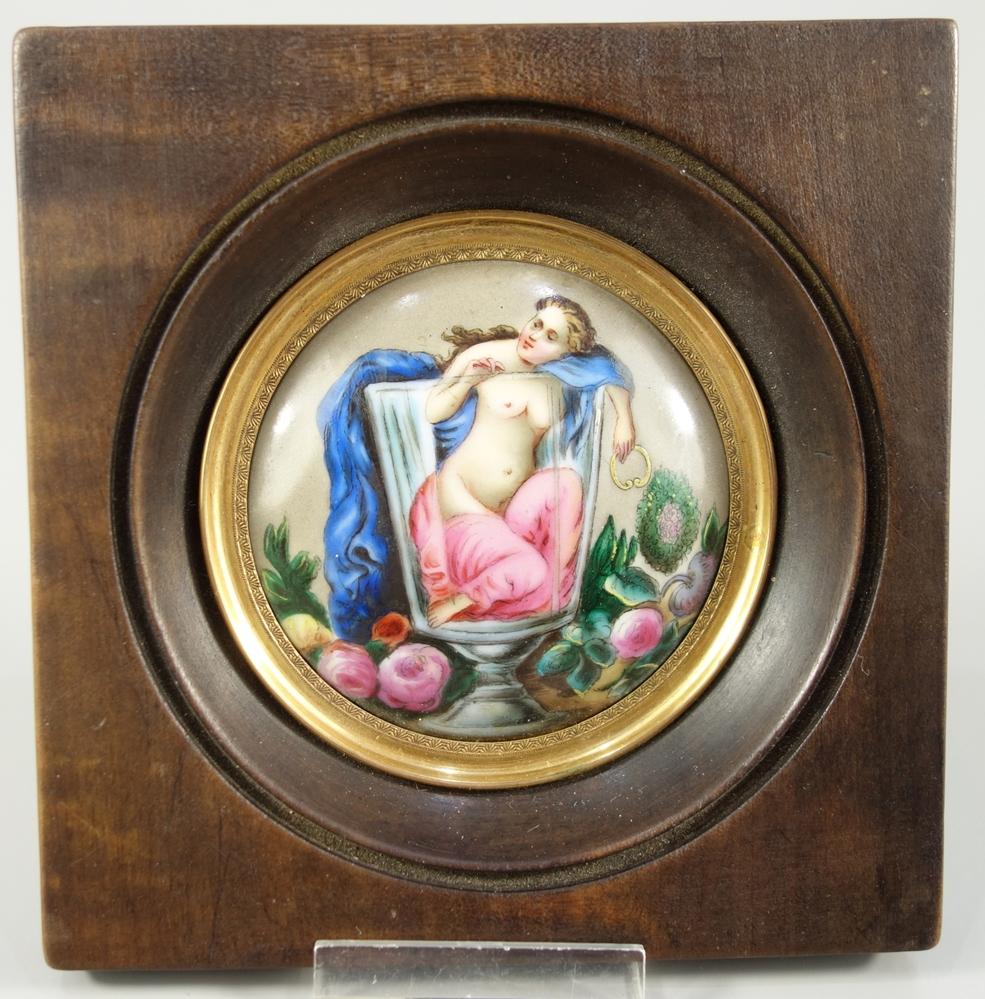 "Miniaturmalerei ""Frauenakt im Glas"", 19.Jh., D.6,6cm, im Holzrahmen, 11,5*11,3cm, rundes,"