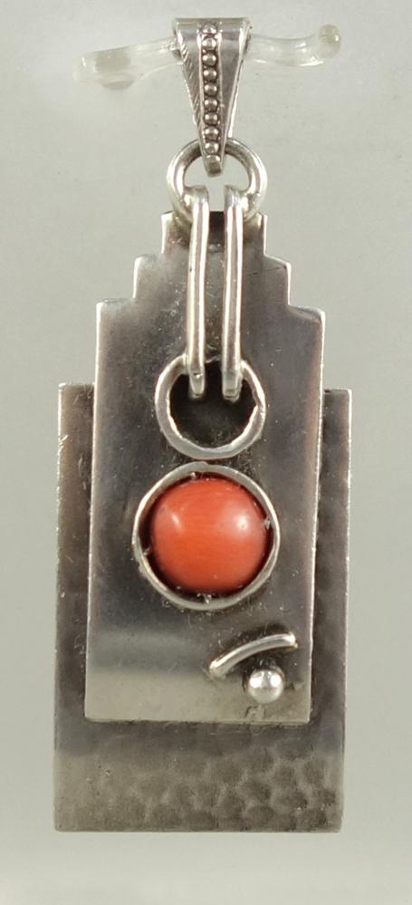 Anhänger mit Korallen-Cabochon, 935er Silber, Art Déco, Gew.4,38g, lachsrote Koralle, Anhänger, tlw.
