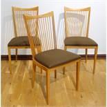 3 Stühle, 1950er/ Anfang 1960er Jahre, wohl Kirsche, konische Lehne mit vertikalen Streben,