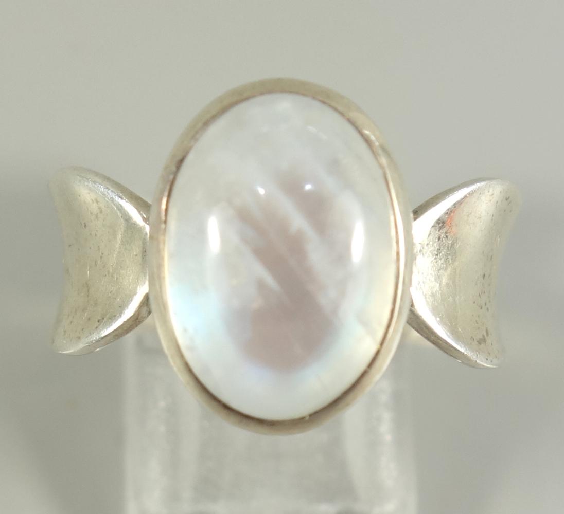 Ring mit Mondstein, 925er Silber, Gew.7,84g, ovaler Cabochon, U.58Ring with moonstone, 925 silver, - Bild 2 aus 2
