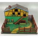 Bauernhof, um 1920/30, Holz, polychrom gelackt, eingezäunt, Rückseite geschlossen, Seite mit