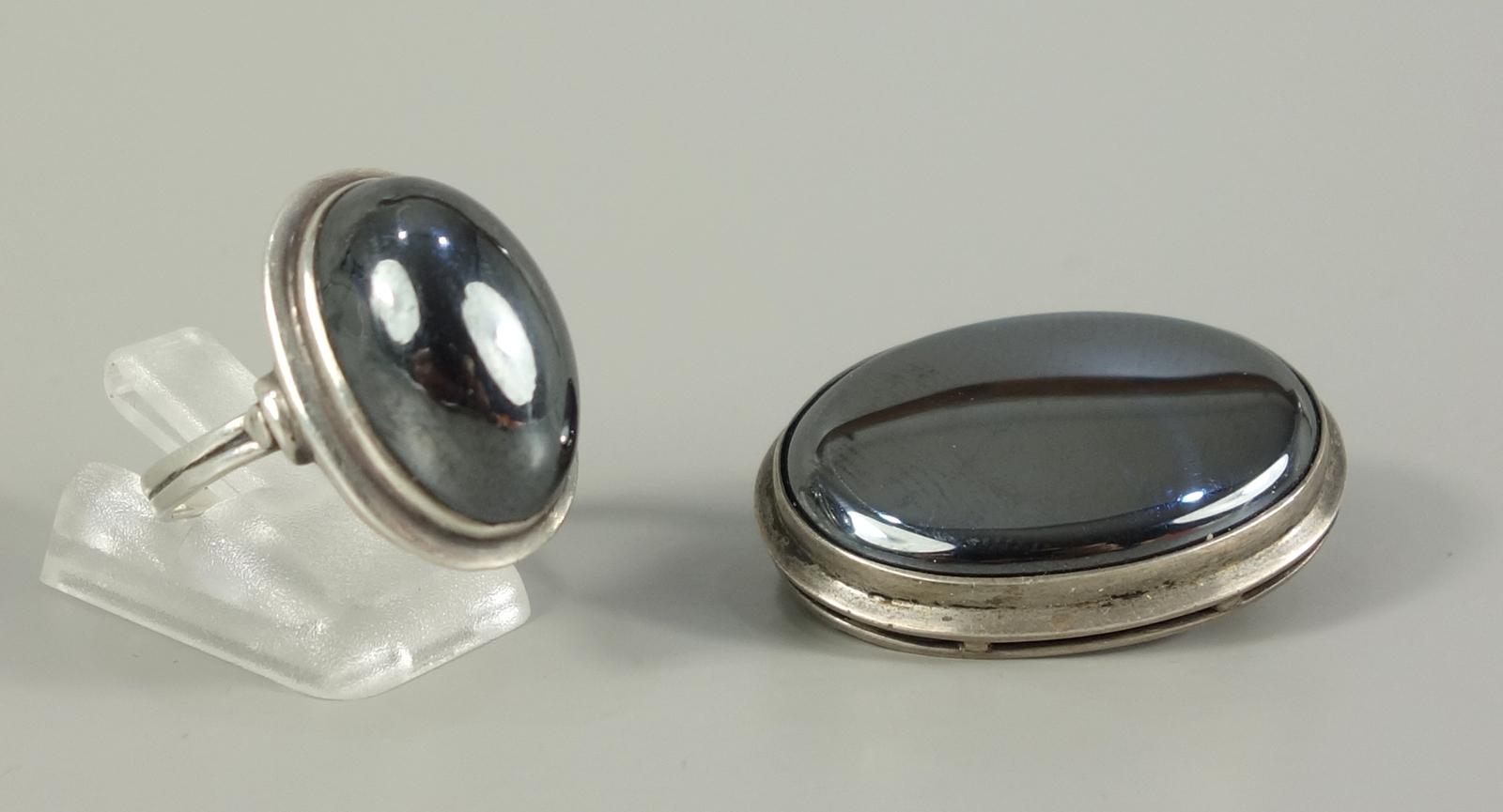 Brosche und Ring mit Hämatit, 835er Silber, Gesamt-Gew.22,25g, Brosche, L.2,8*2,1cm, Ring-U.58Brooch