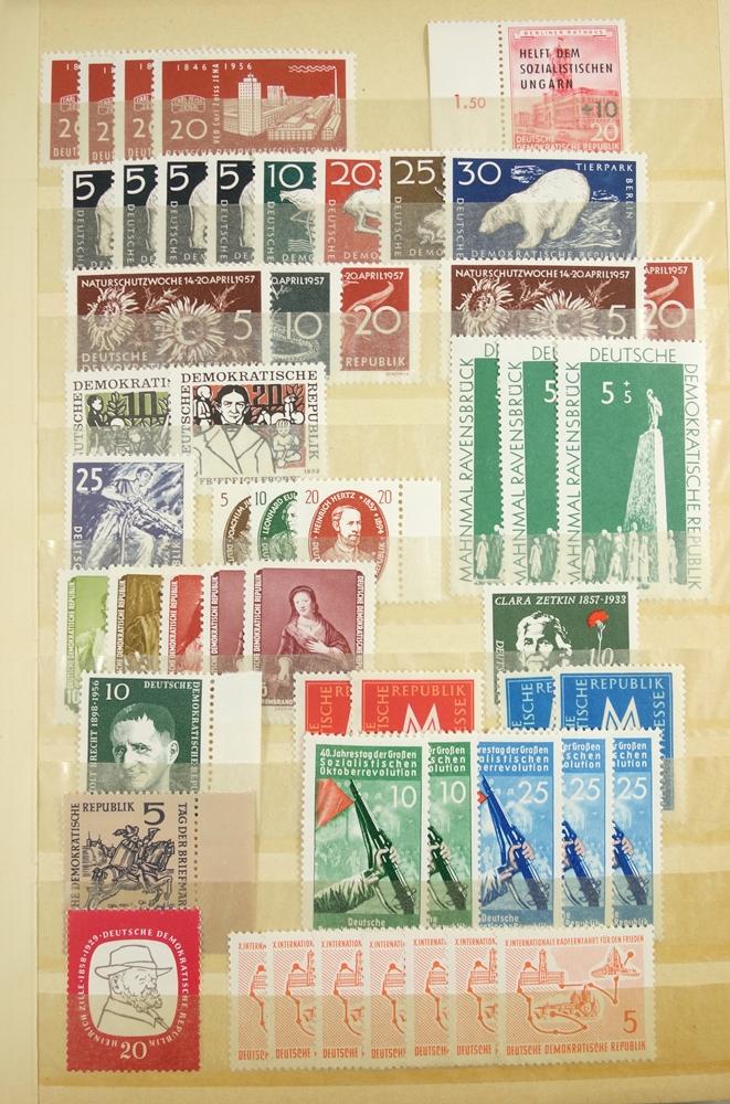Briefmarken DDR 1950 bis um 1980, 7 Alben postfrisch, auch gestempelt, viele Sätze doppeltPostage - Bild 2 aus 4