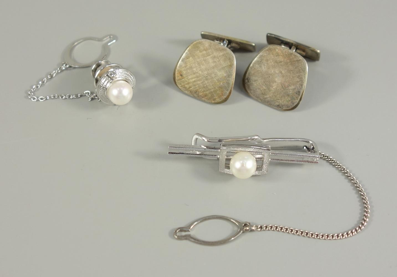 Paar Manschettenknöpfe und Krawattenschmuck, Silber, Gew.ca.14,66g, Manschettenöpfe, 800er Silber,