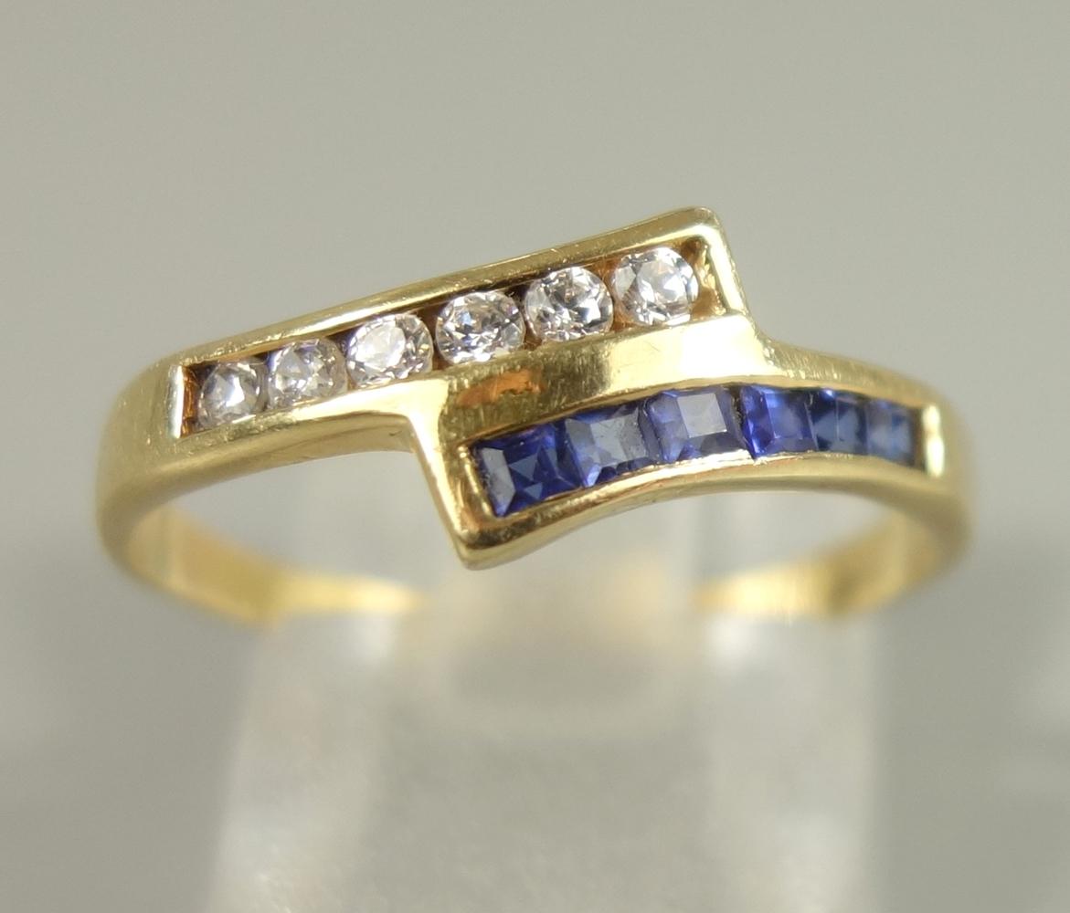 Ring mit Saphiren und Zirkonias, 750er Gold, Gew.2,24g, 6 facettierte, eckige Saphire und 6 runde,