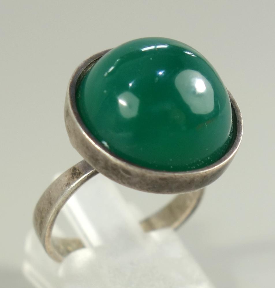 """Ring mit Chrysopras,925er Silber, Gew.6,60g, ungedeutete Herstellerpunze """"S+C"""", runder Cabochon,"""