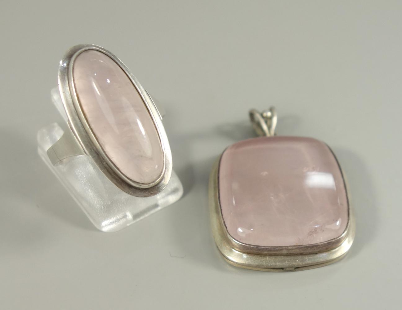 Anhänger und Ring mit Rosenquarz, 835er Silber, Gesamt-Gew.11,98g, Anhänger-L.mit beweglicher Öse