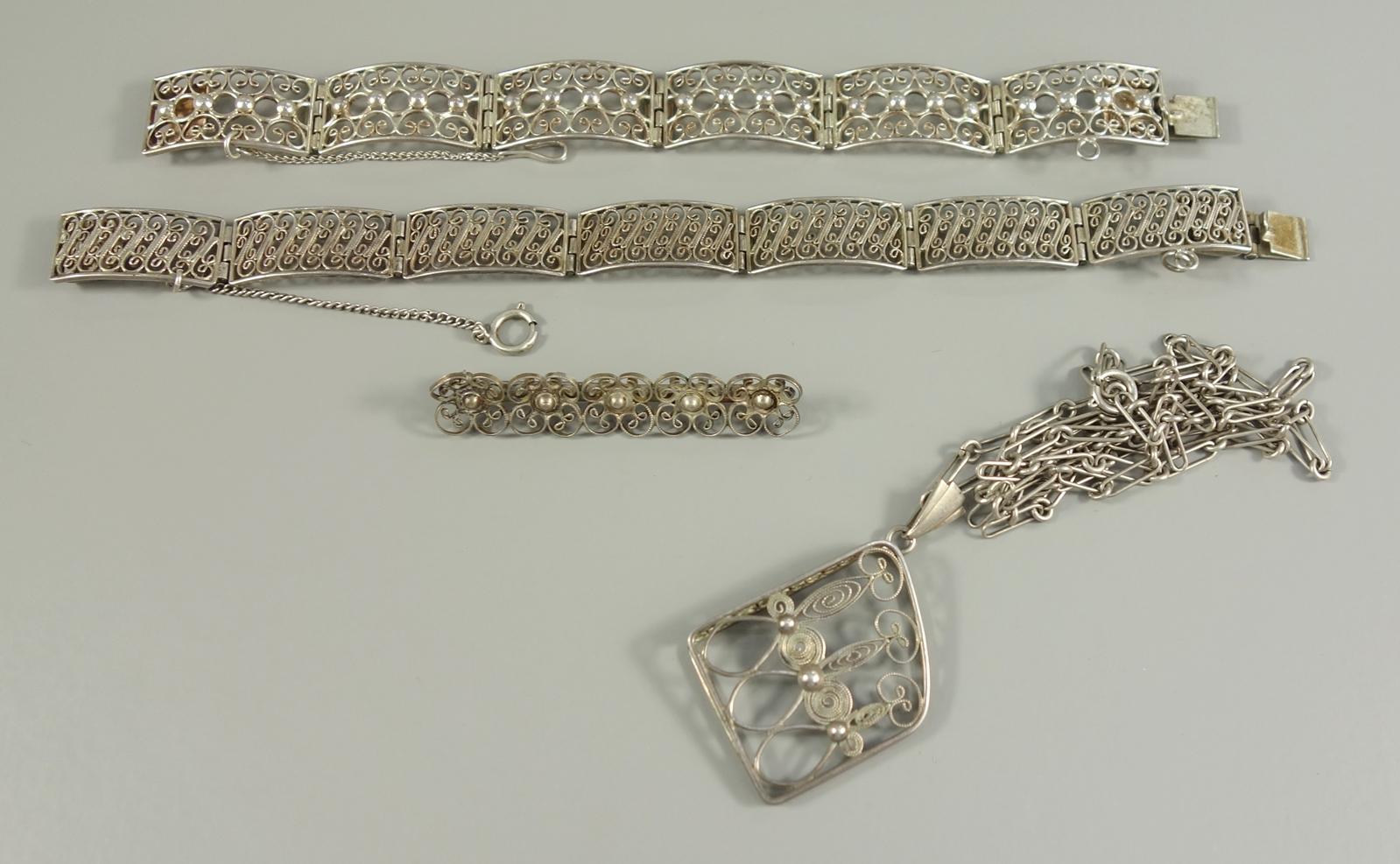 4* Filigranschmuck, 835er Silber, Gew.33,28g: 2 Armbänder, Steckschloss mit Sicherheitskettchen, L.