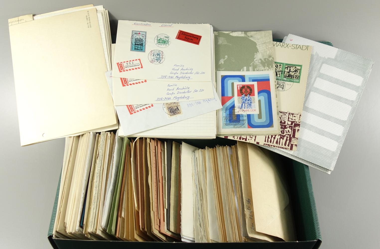 Konvolut frankierte Briefe BRD und DDR, komplette Sätze, Postkarten mit Ganzsachen,