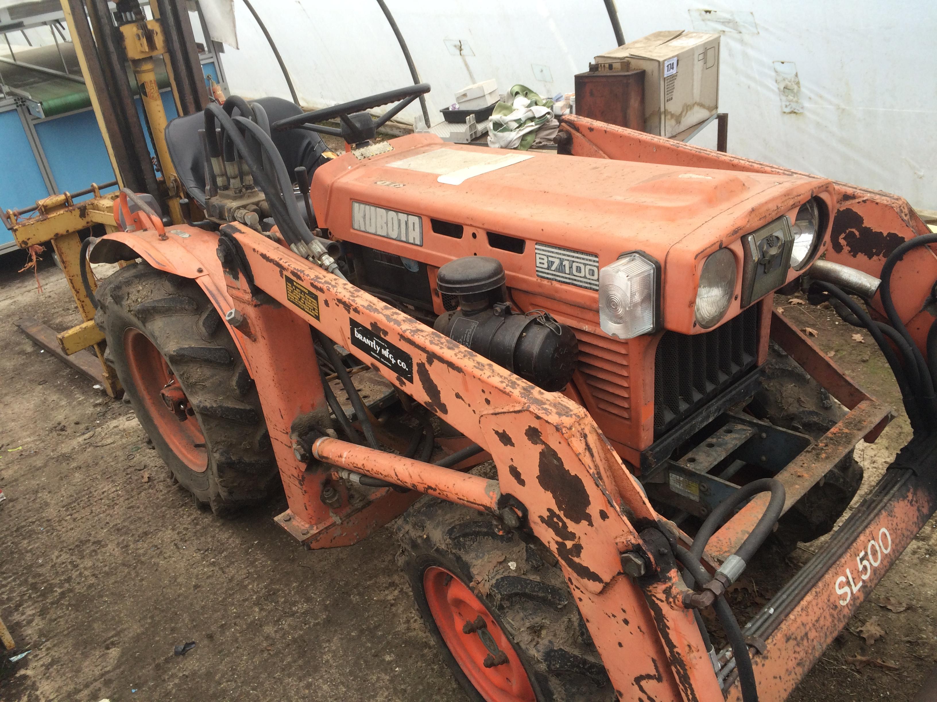 Kubota B7100 Loader : Kubota b compact tractor wd with sl front end