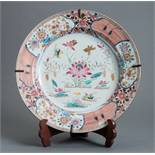 LARGE FAMILLE ROSE PLATE  Porcelain with enamel colours. China, 18th cent.  Very beautiful,