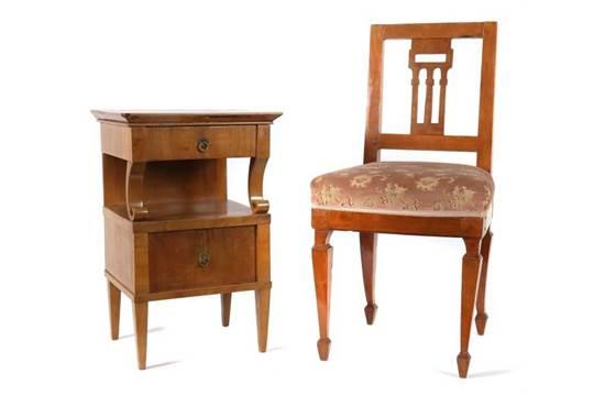 Biedermeier Stuhl Und Nachttisch 1 Halfte 19 Jh Nussbaum