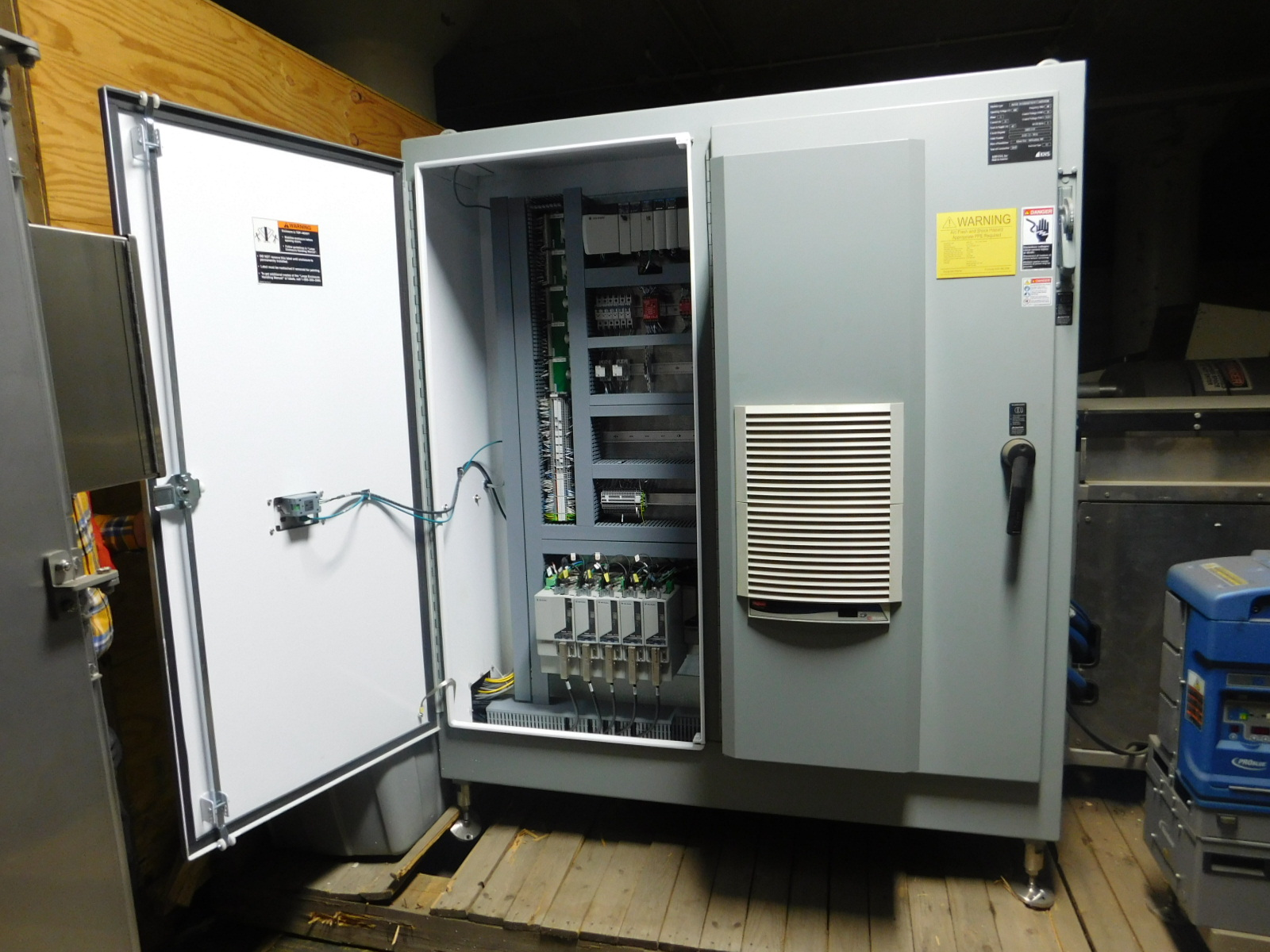 Lot 4 - KHS IM/SM INTERMITTENT CARTONER YEAR 2010 SN: 20812-510 with Mclean M520446G002,Compact Indoor Air