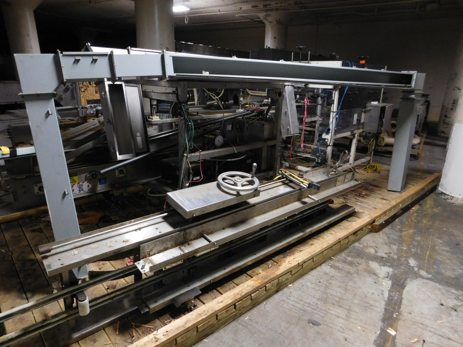 Lot 49 - Bay Design Inc.Box Closer Filler :equipment located at Clark Logistic Services |314-389-4004 |ST.
