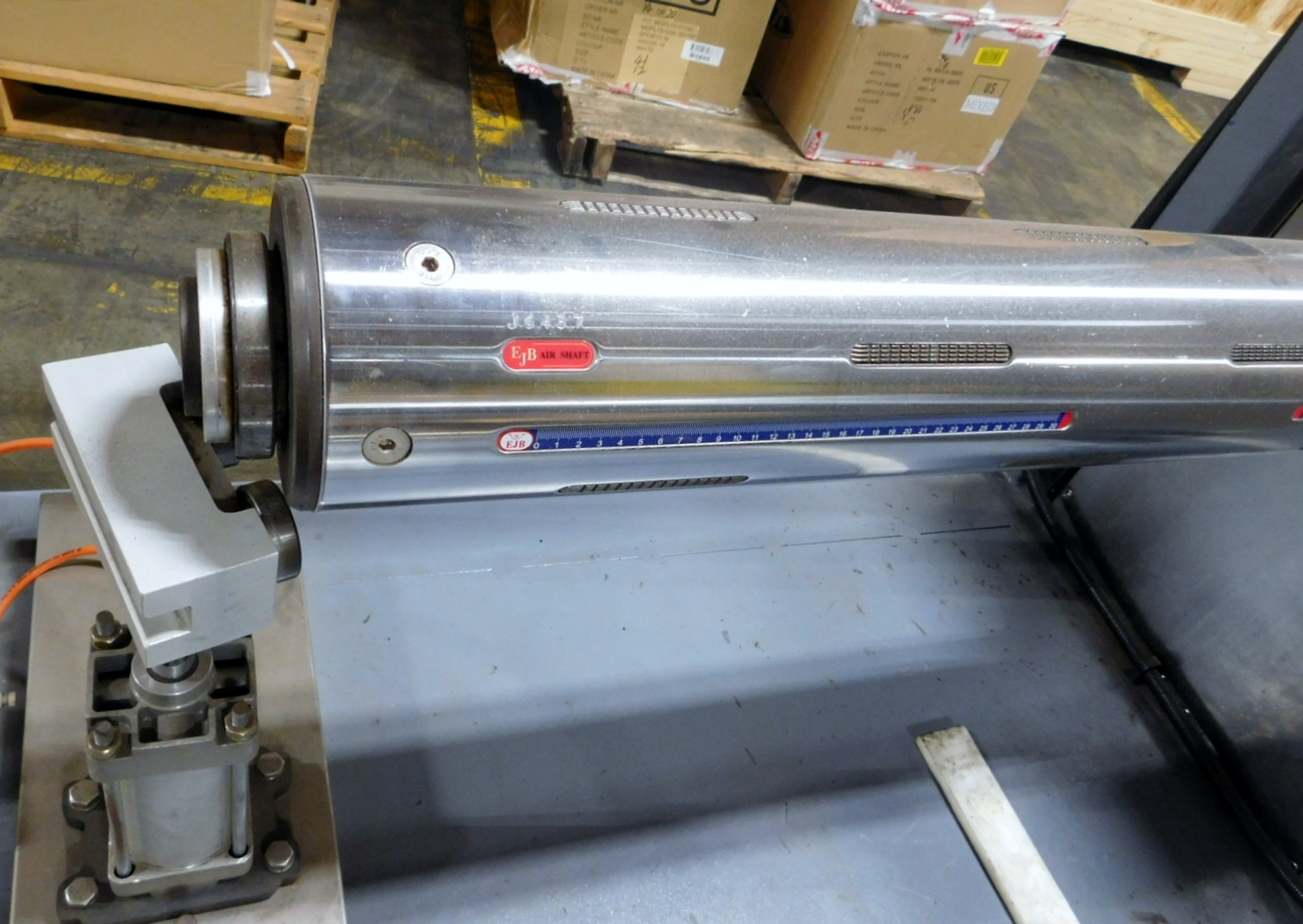 Lot 13 - Sleever Acumalator Sleeve Dispense Sleeve dispenser WITH 2 EBJ AIRSHAFTS Clark Logistic Services |