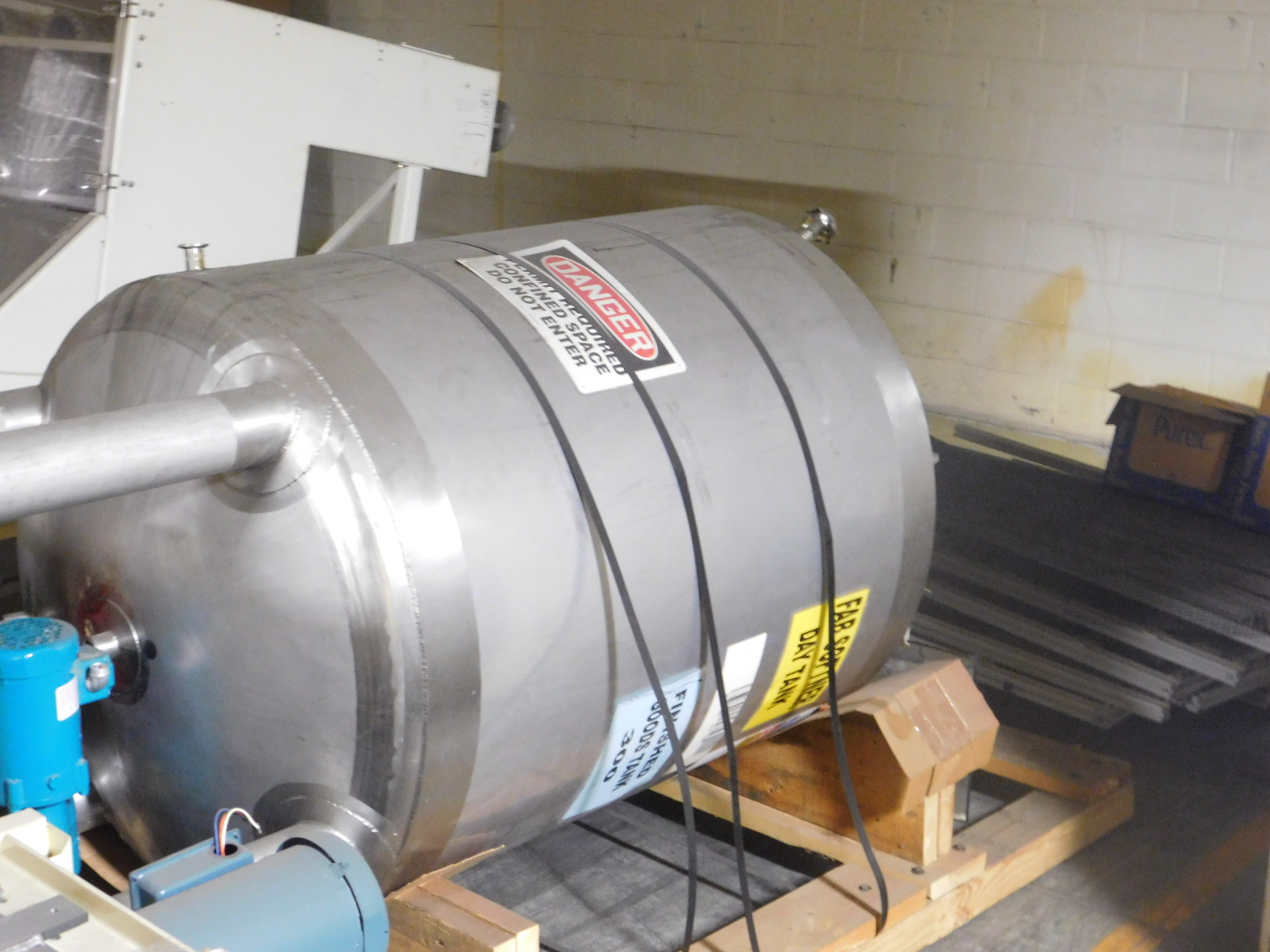 Lot 1 - APACHE STAINLESS EQUIPMENT CORP Stainless tank, ATM,Vessel allowable working pressure PSIG AT 300,
