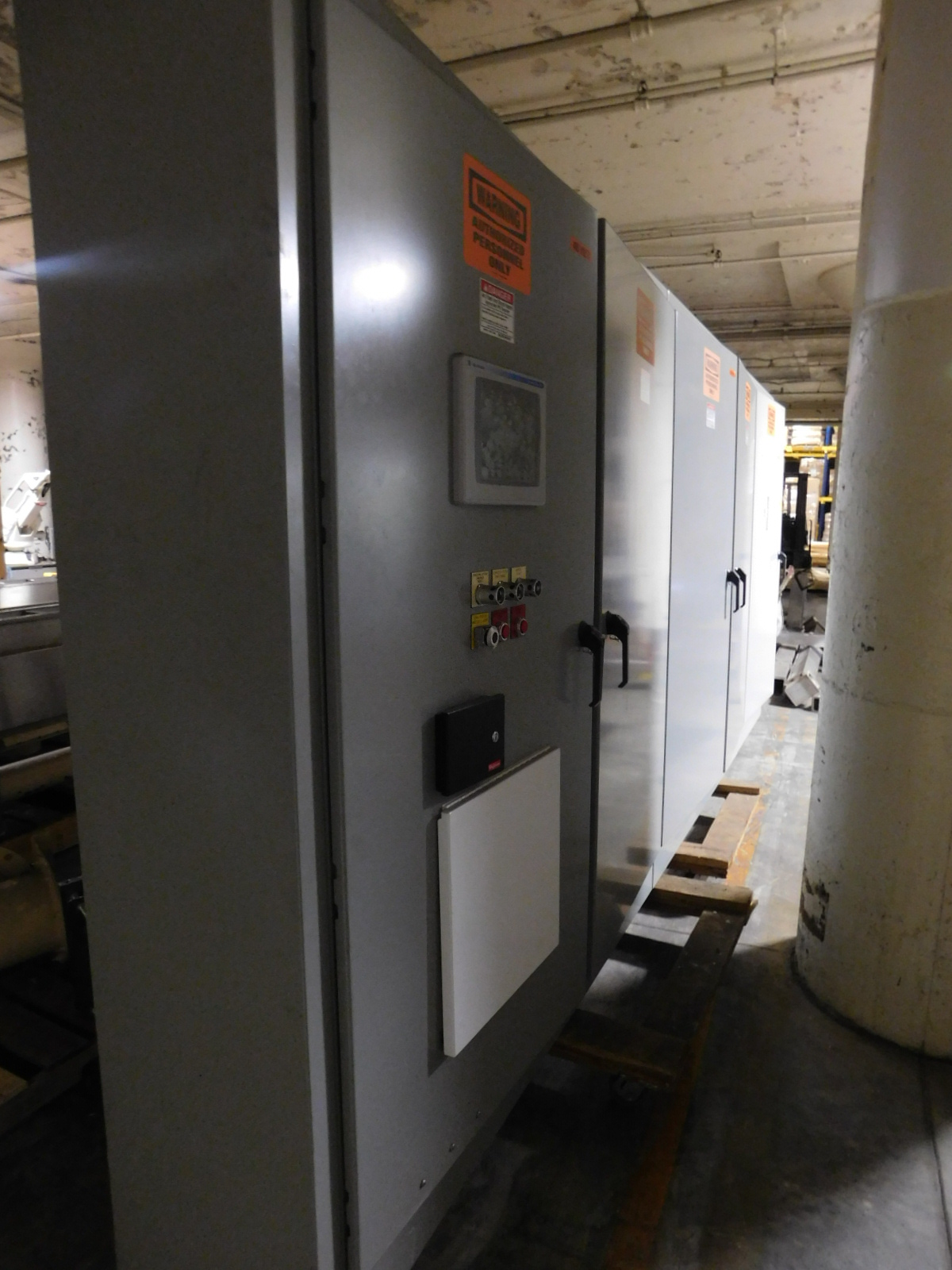 Lot 52 - Load PLC Electrical Panel ,480v packaging conveyor, Allen Bradley 22B-D6P0N104 , Allen bradley Power