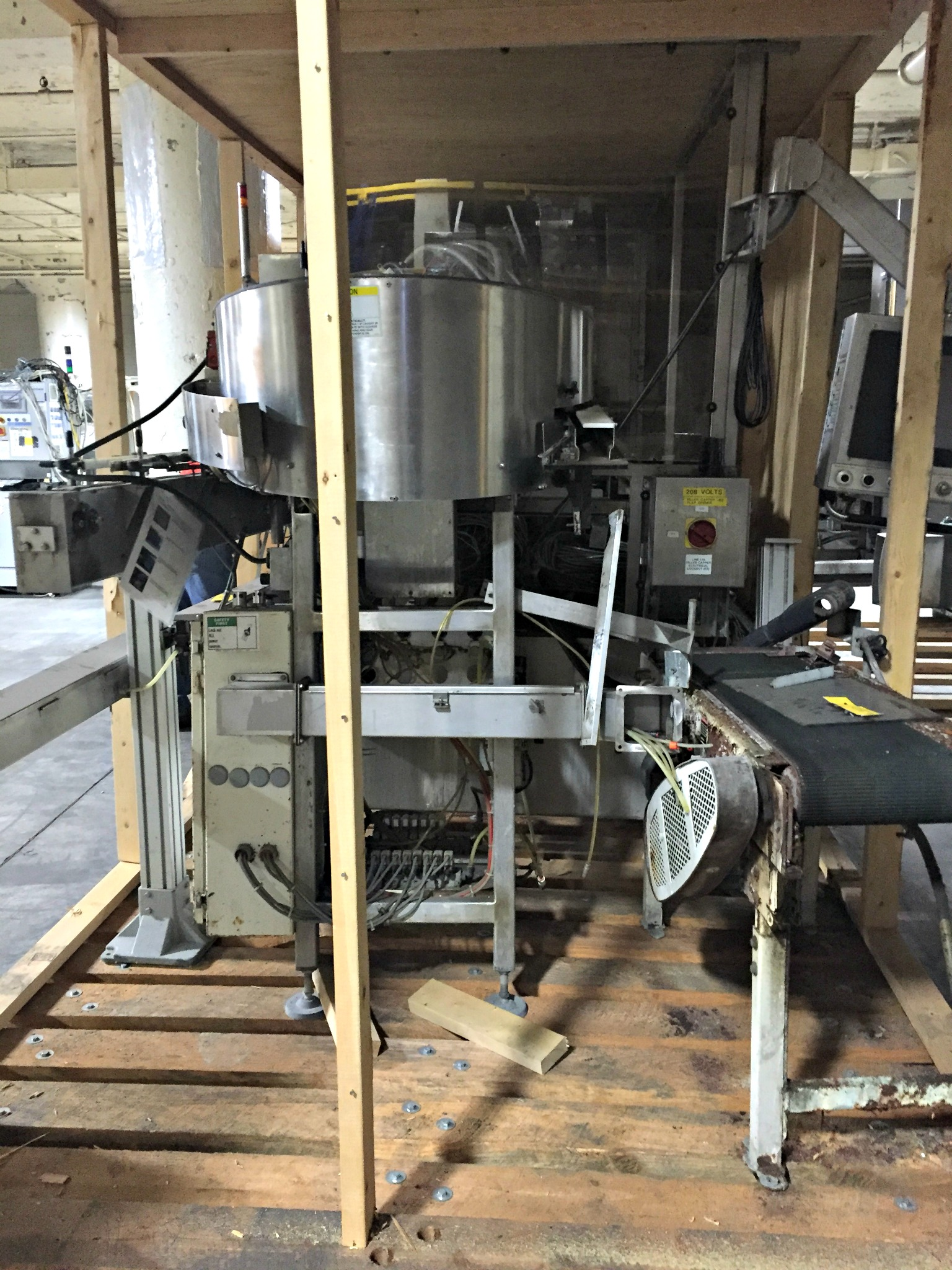 Lot 50 - Fillmatic Inline Filler with Farason Cap Sorter Feeder sn: J15797 / Cap Coder :equipment located