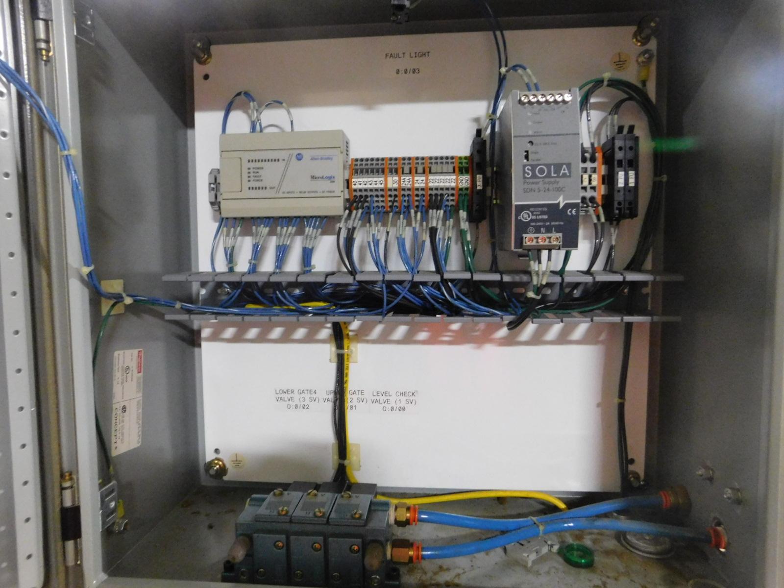 Lot 24 - Moem Glue Glue Melter ,240V,15AMPS, PHASE 3, M3A PF106-BIFQ,SN:1074,MFG. 3-2004,Top Sealer :