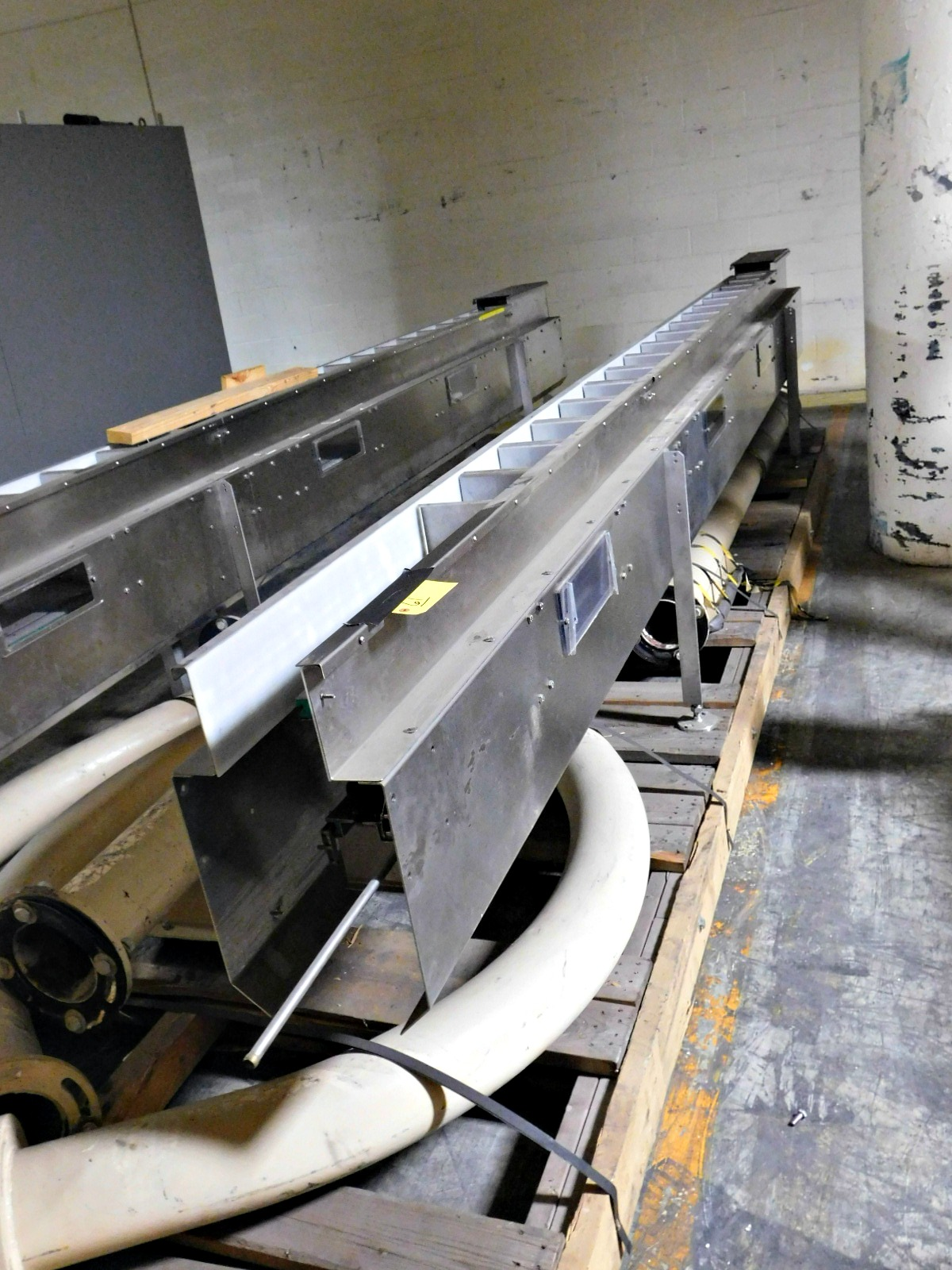 "Lot 61 - Stainless steel conveyor 17' 2"" x 5"" qty 2 & pipes :equipment located at Clark Logistic Services 