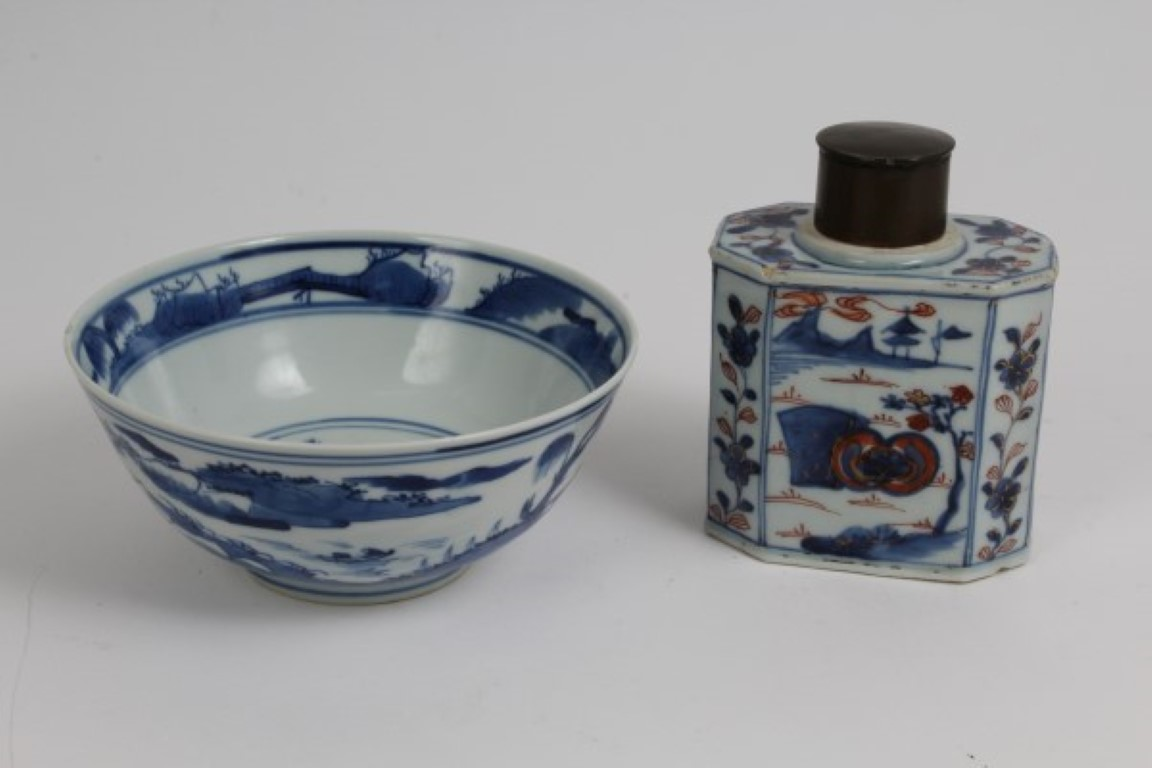 Lot 30 - Early 18th century Chinese Imari porcelain tea canister of octagonal form with floral and