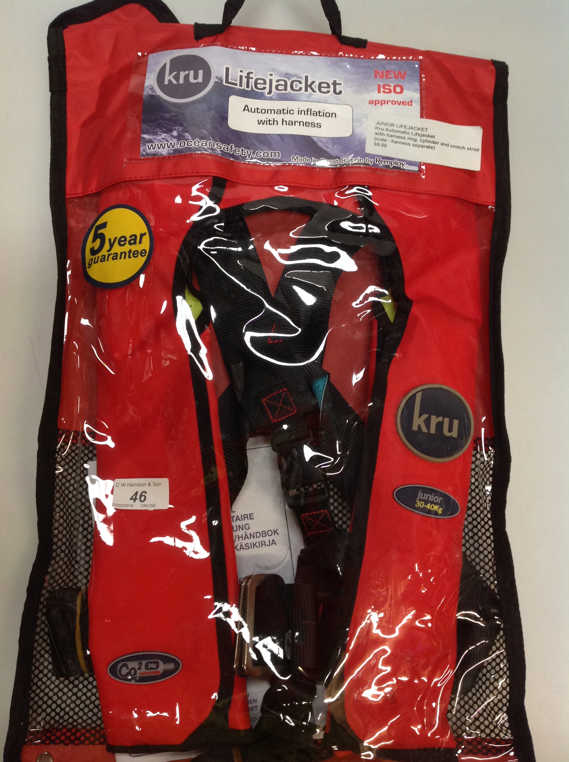 Lot 46 - KRU Commodore Junior automatic life jacket with harness